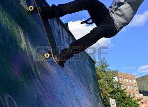 18320221-skateboarding